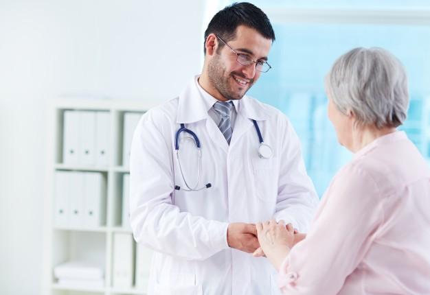 Consulta com geriatra: quando esse médico deve ser consultado?